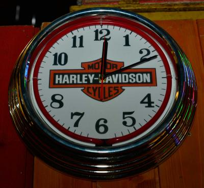 route 66 store harley davidson neon wand uhr white. Black Bedroom Furniture Sets. Home Design Ideas