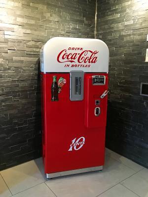 1950 vendo 39 coca cola vending machine