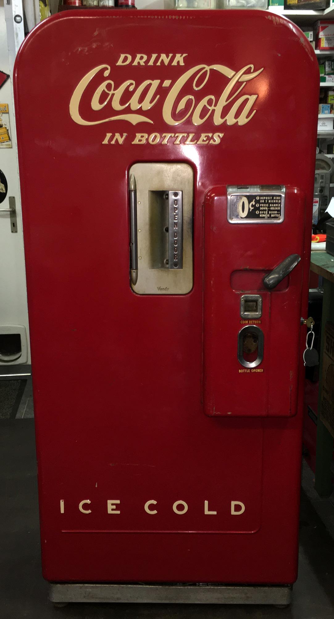 Route 66 Store - - Vendo 39 Coca Cola Machine, USA 1940`s